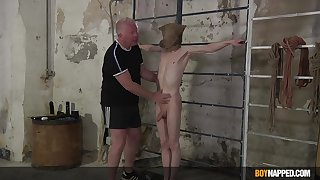Twink endures his old man relative to destructive maledom