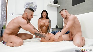 Double richness deeps threesome with stunning MILF Chloe Lamour