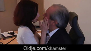Superannuated king fuck his sexy young assistant in the office