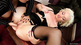 Darla Derriere loves kissing increased by shellacking pussy of Jemstone