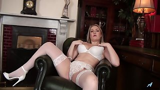 Daisy Woods takes off her miniskirt and panties to masturbate