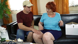 Delivery panhandler catches lusty granny masturbating