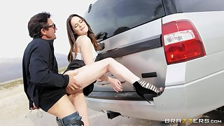 Dirty girlfriend Jenna J. Ross does the deed heavens the road