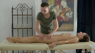 Masseur gets the chance to deep shag this lovely woman
