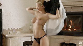 Hot babe is ready for her daily fuck and that ecumenical has got nice boobs